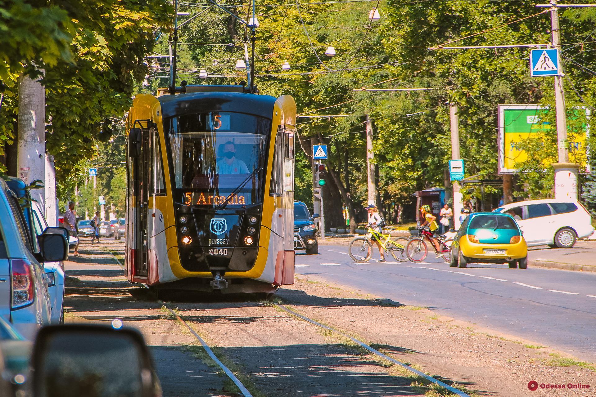 В Одессе объявлен тендер на покупку 12 новых многосекционных трамваев