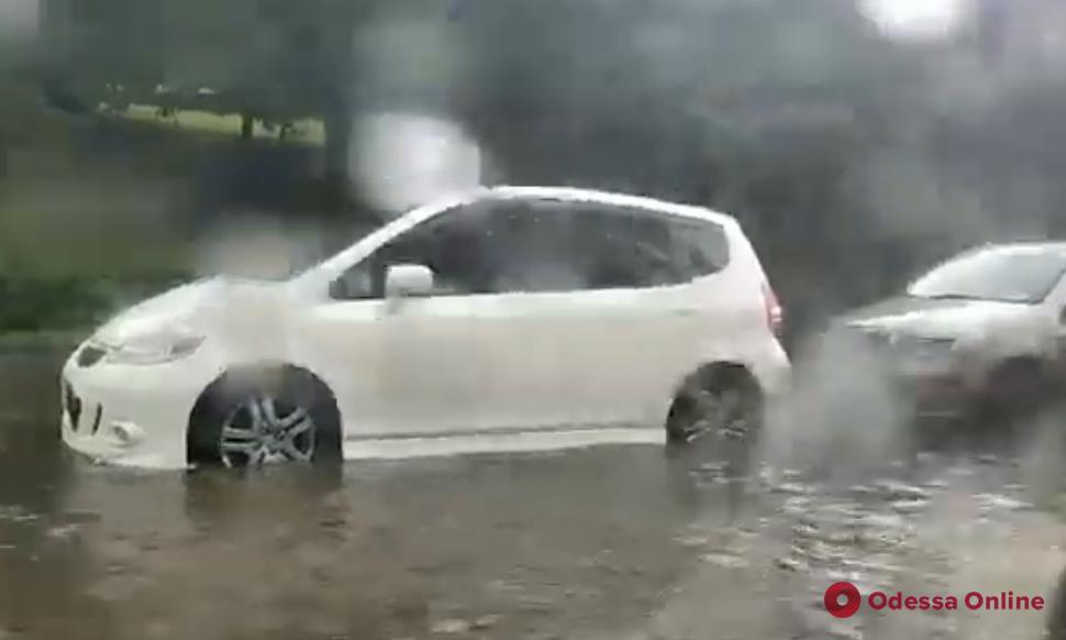 Мощный ливень затопил Аркадию (видео)