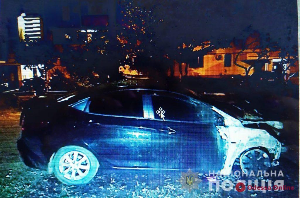 На Таирова и Слободке ранним утром пылали автомобили