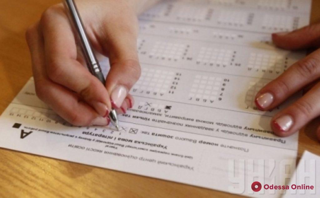 Мэр Одессы Геннадий Труханов поздравил абитуриентов, получивших максимальные баллы на ВНО