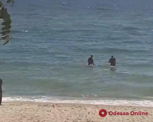 На центральном пляже в Черноморске нашли мину (видео, обновляется)