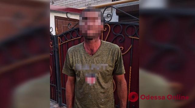В Измаиле задержали хулигана, который швырял камни в проезжавшую машину бывшей жены (видео)