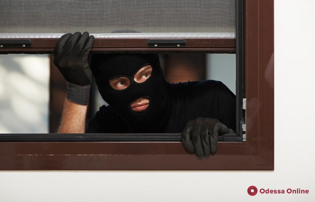 В Одессе иностранец обокрал квартиру, пока хозяева спали