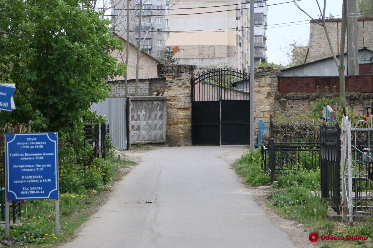 Полиция проверяет информацию о вандализме на одесском кладбище