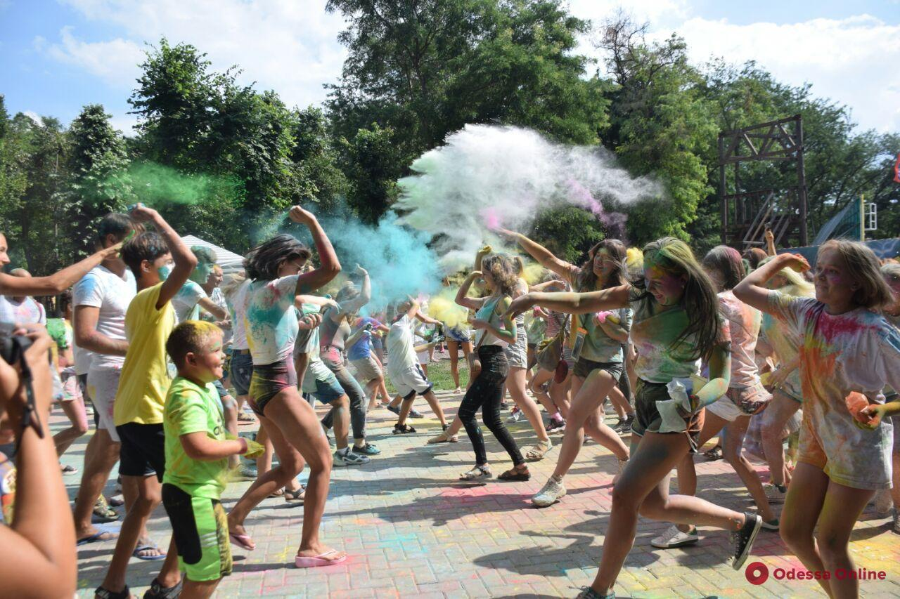Последний месяц лета в Одессе встретили ярко (фоторепортаж)