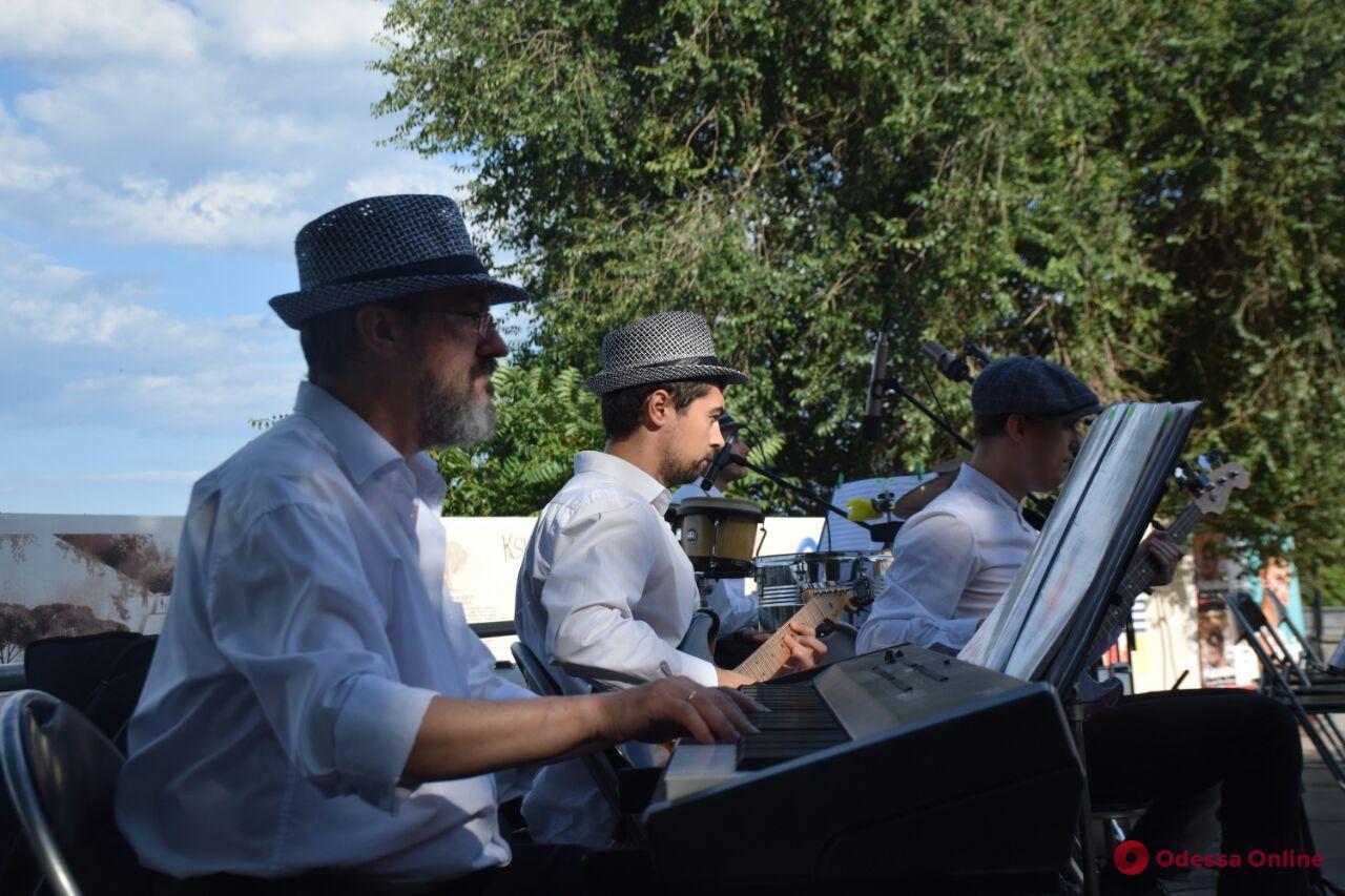 В центре Одессы играли духовые оркестры (фото, видео)