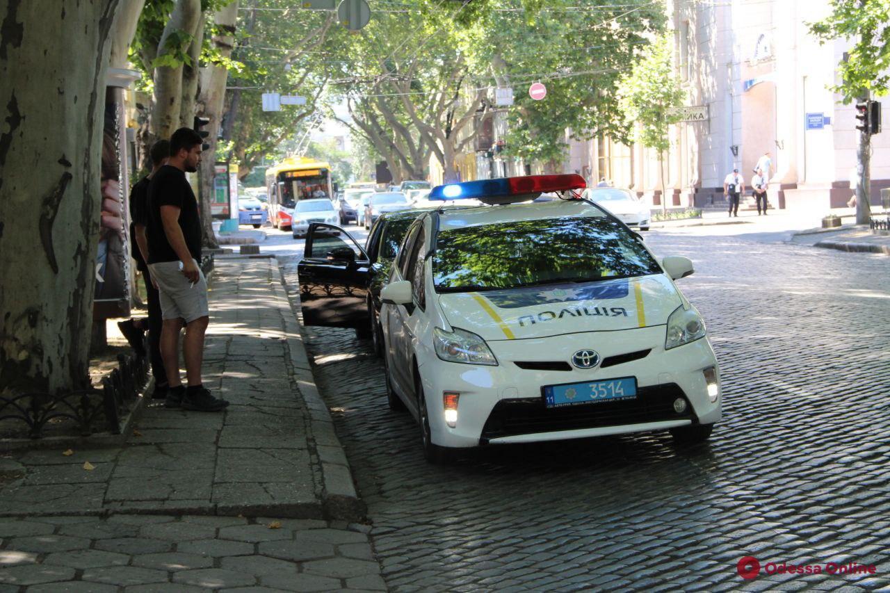В Одессе стали штрафовать водителей, припарковавшихся на участке Пушкинской