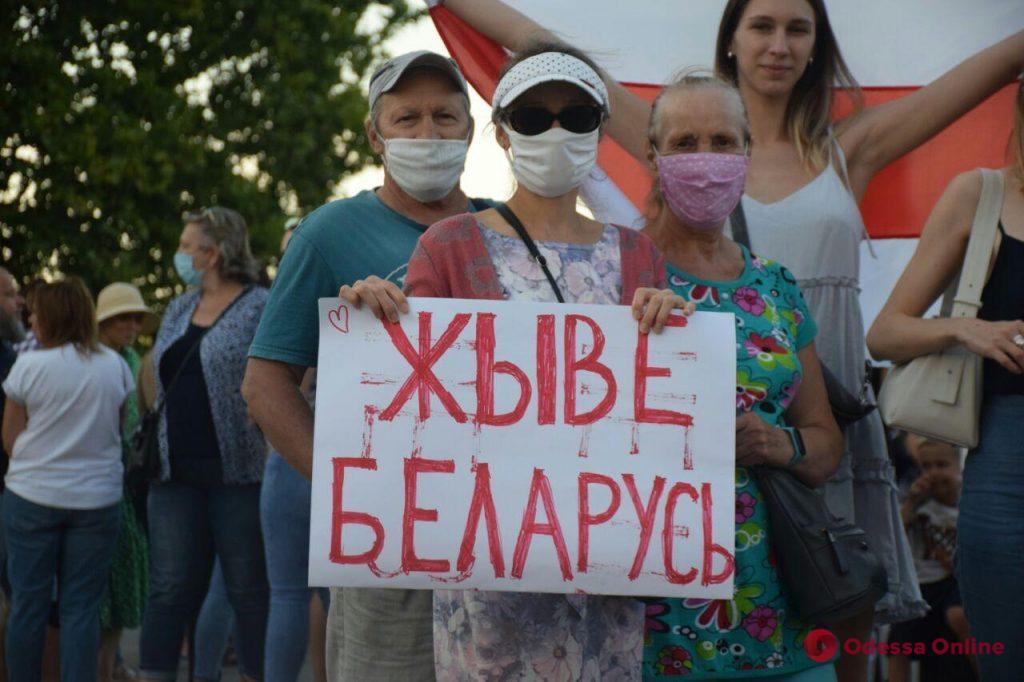 В Одессе у Дюка белорусы провели акцию в поддержку своих соотечественников