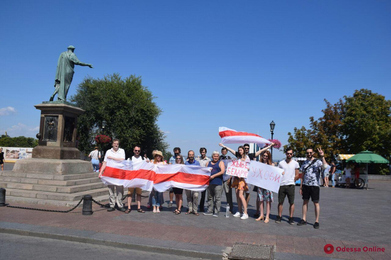 «Саша, прощай» — в Одессе поддержали белорусский общенациональный «Марш за свободу»