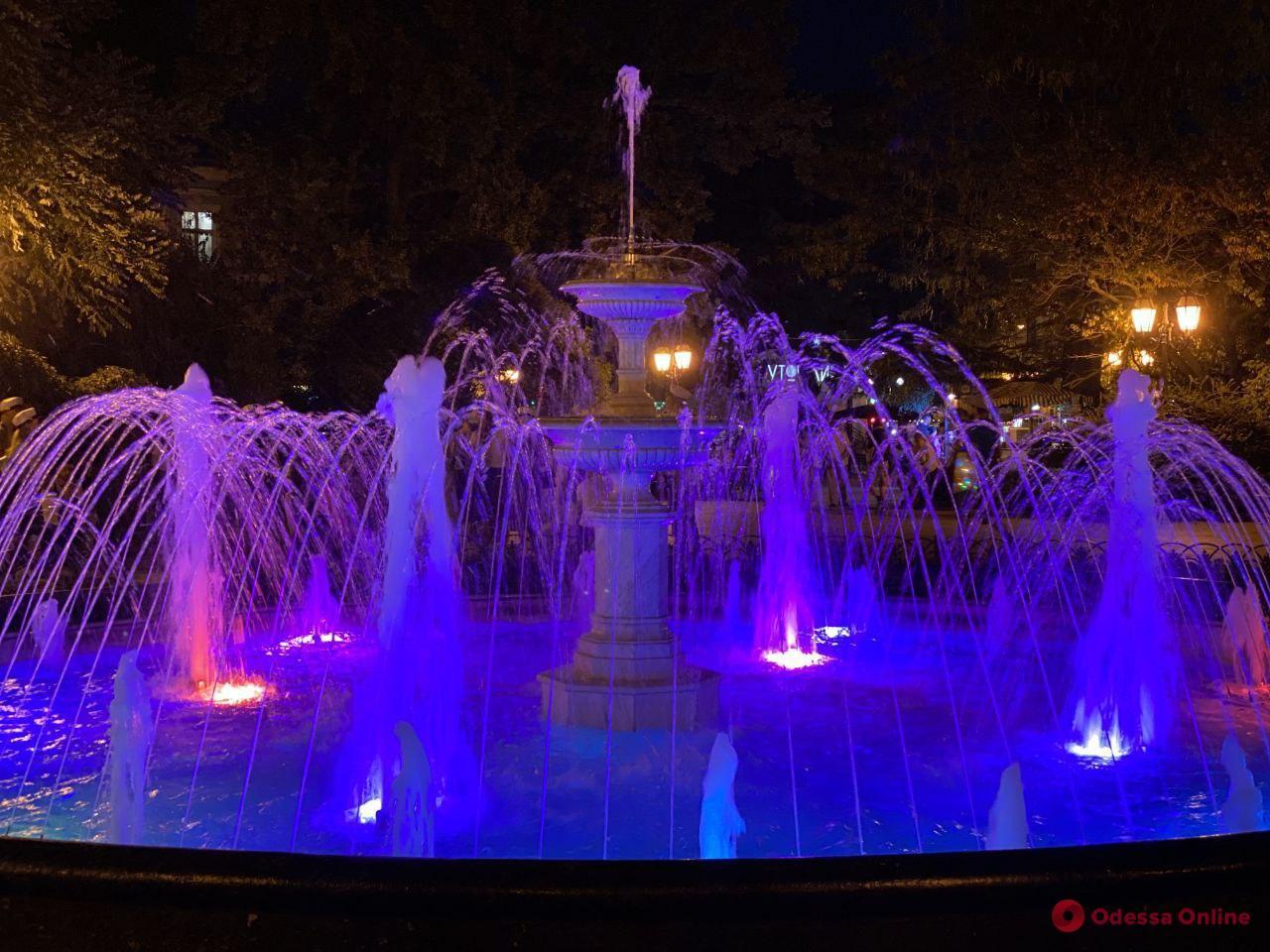 Ночные фонтаны Одессы — завораживающее видео