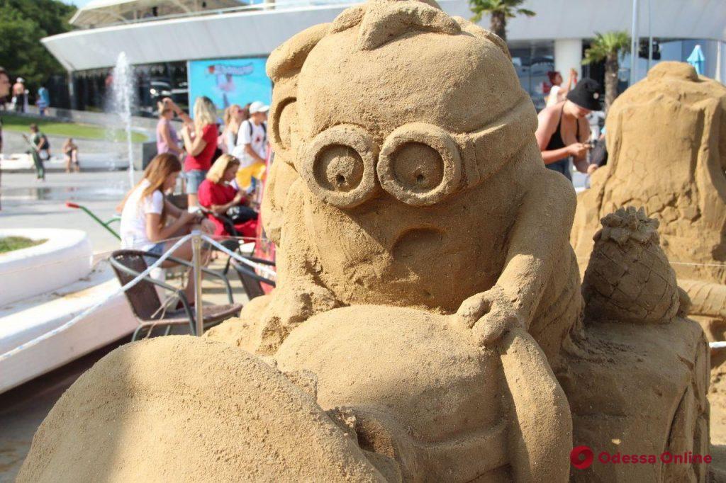 На «Ланжероне» установили рекорд Украины по созданию самой большой скульптуры из песка (фото)