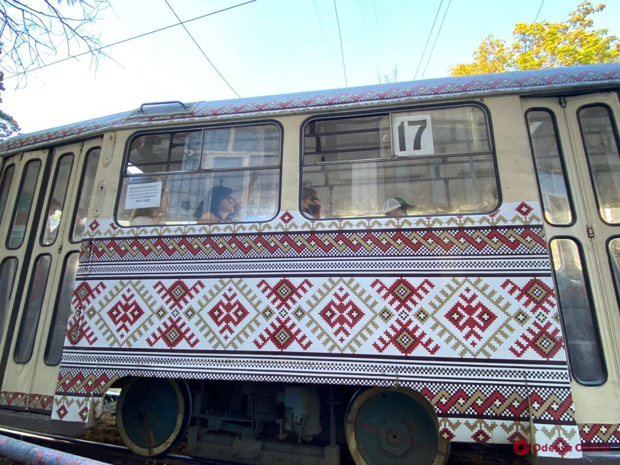 На Фонтанской дороге трамвай сбил женщину, которая выходила из маршрутки (обновлено)