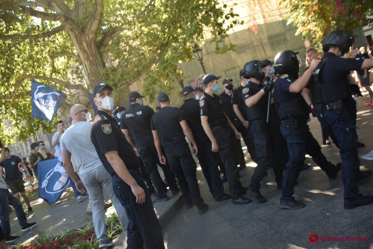 На акции «Одесса Прайд» произошли столкновения со сторонниками традиционных ценностей — есть задержанные (фото, видео)