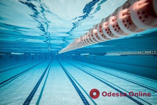 В бассейне спорткомплекса умер одессит