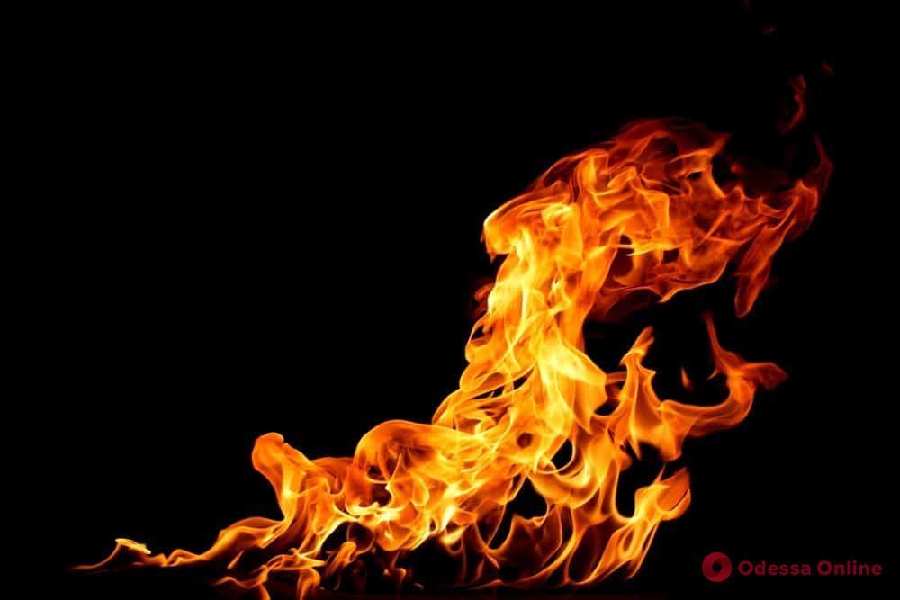 В Одессе из-за пожара едва не взорвалась автозаправка (видео)
