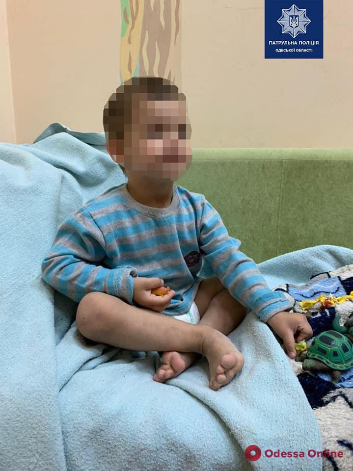 В Одессе горе-мать на несколько дней бросила в квартире 3-летнего сына
