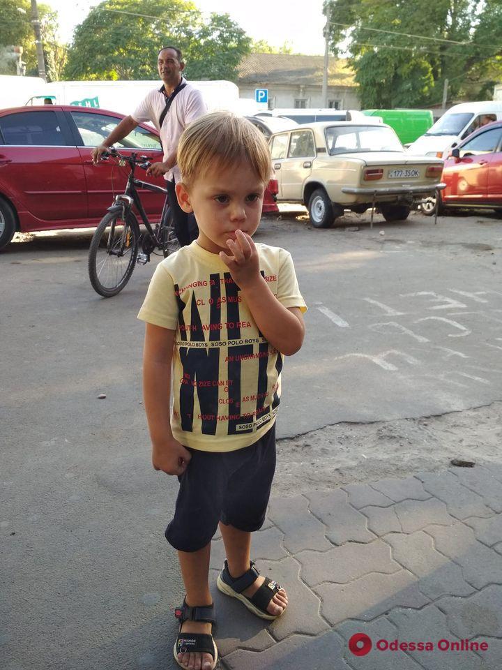 В Одессе ищут родителей потерявшегося мальчика (обновлено)