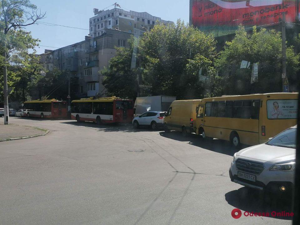 Центр Одессы сковали автомобильные пробки