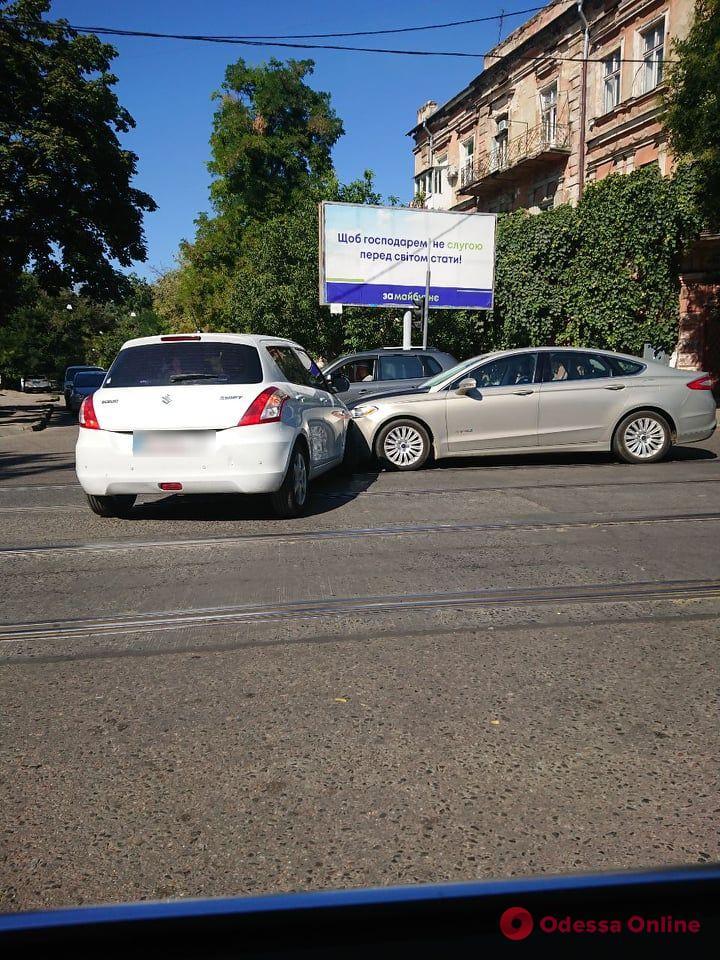 ДТП на Молдаванке заблокировало движение трамваев