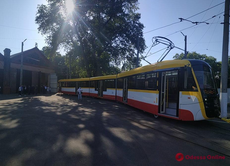 В Одессе представили еще один трехсекционный трамвай Odissey MAX