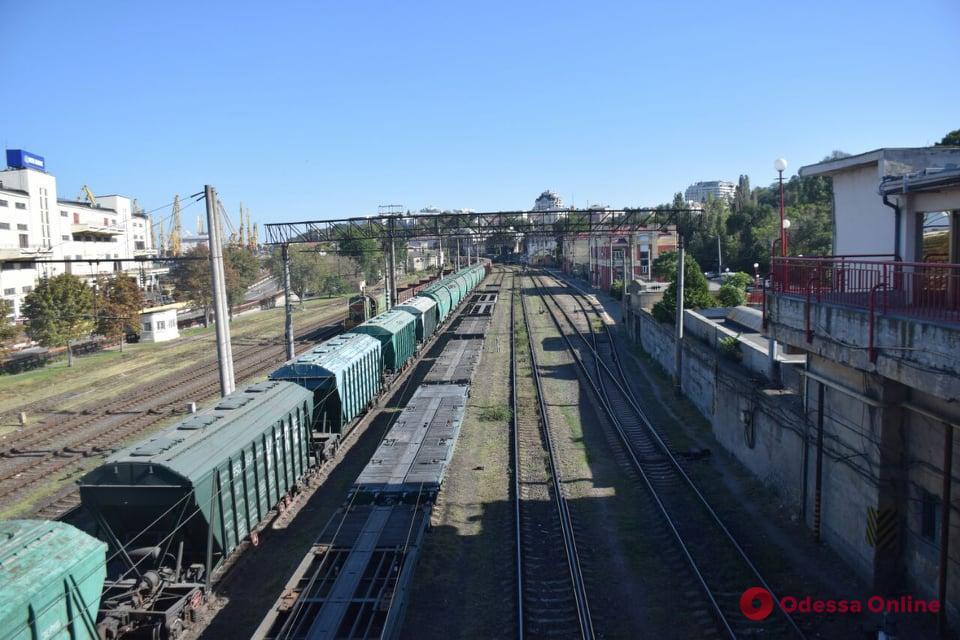 В Одессе 12-летний мальчик залез на вагон и получил удар током