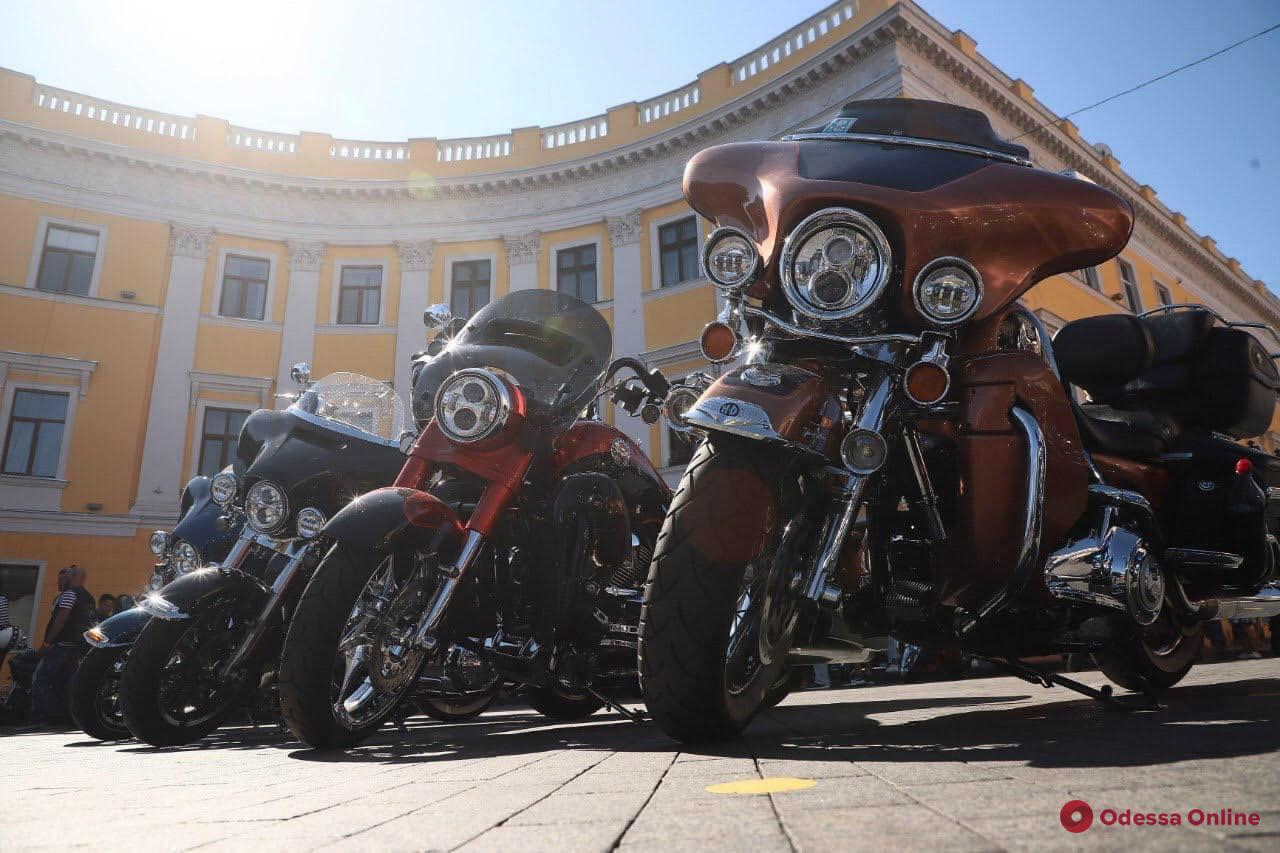 В Одессе открытие клуба Harley owners group отметили мотопробегом