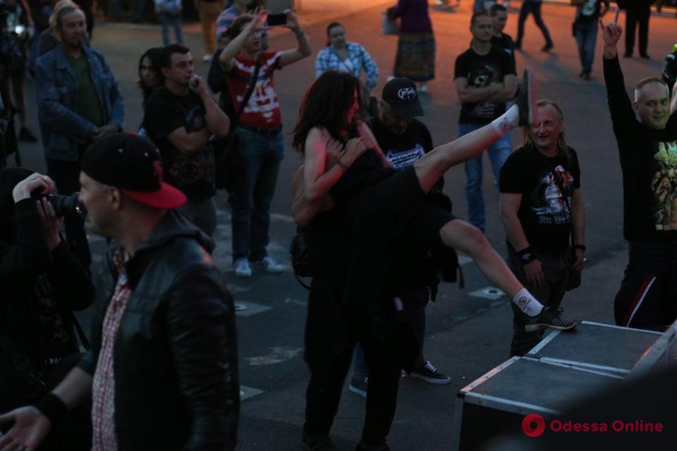«Пикейные жилеты»: в парке Шевченко играли рок (фоторепортаж)