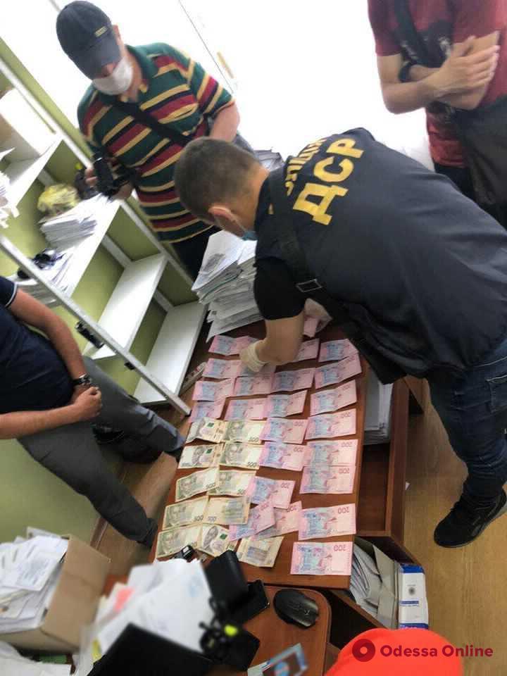 В Одессе будут судить госисполнителя-взяточника