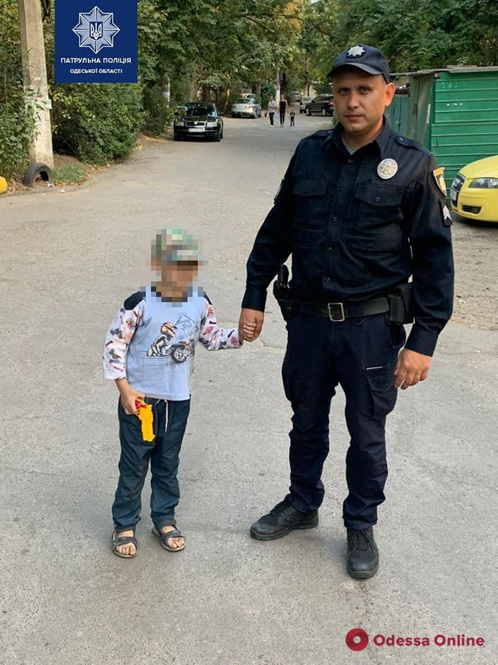В Одессе хотят лишить родительских прав горе-мать, которую нашли пьяной под скамейкой