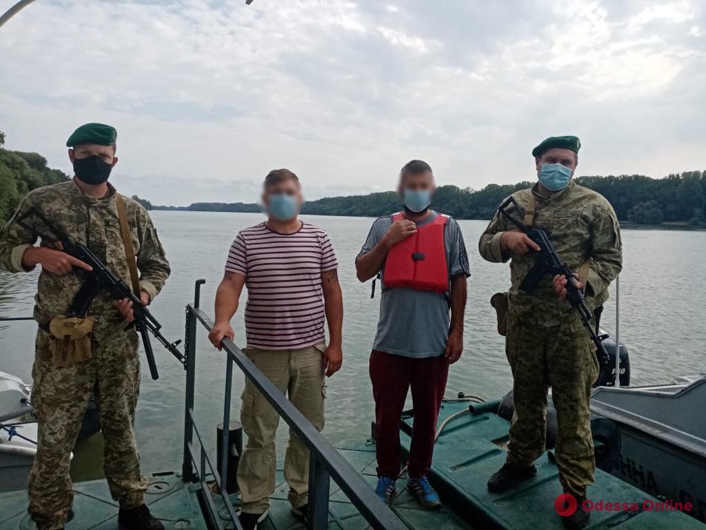 На Дунае пограничники задержали румынских нарушителей на катере