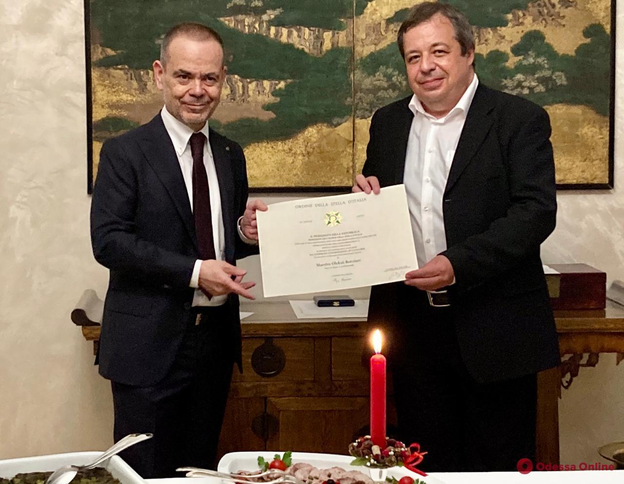 Известного одесского пианиста наградили орденом Звезды Италии