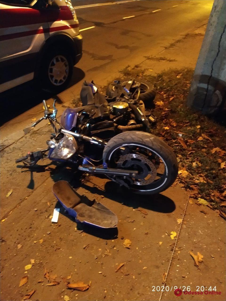 В Одессе на Люстдорфской дороге разбился байкер (видео, обновлено)