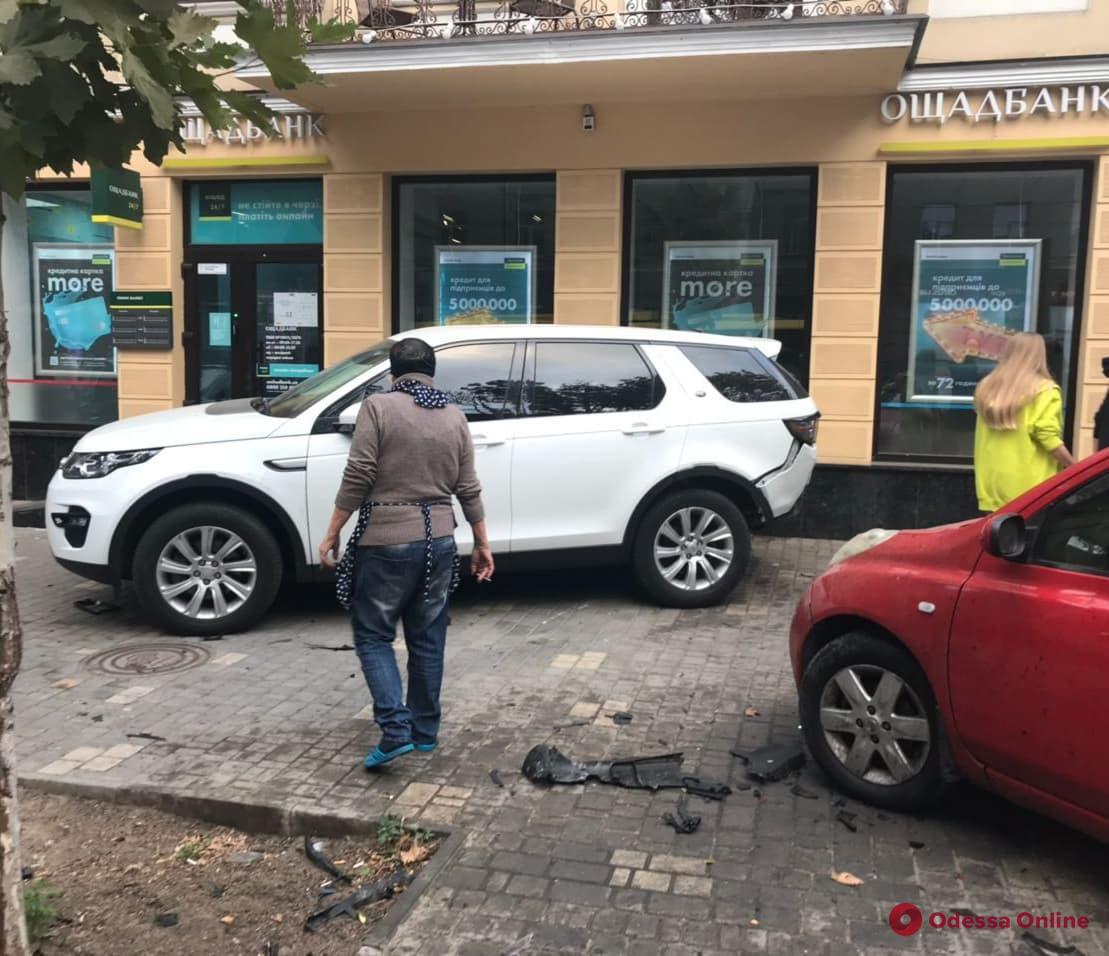 В центре Одессы в результате ДТП пострадал прохожий