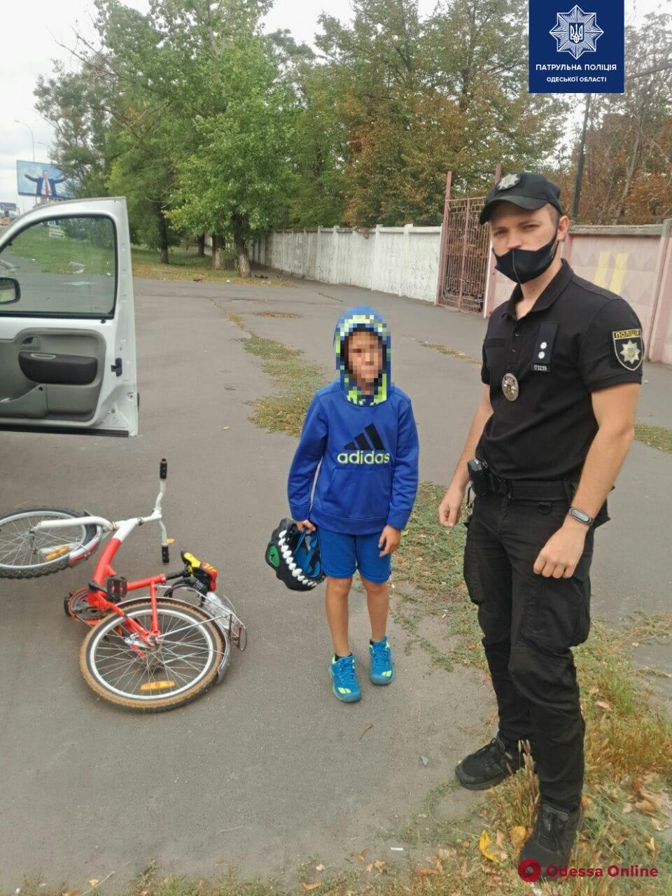 Одесские патрульные разыскали потерявшегося во время велопробега мальчика