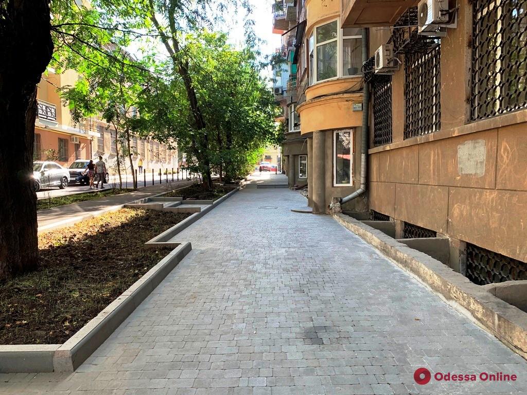 В центре Одессы отремонтировали переулок Короленко (фото)