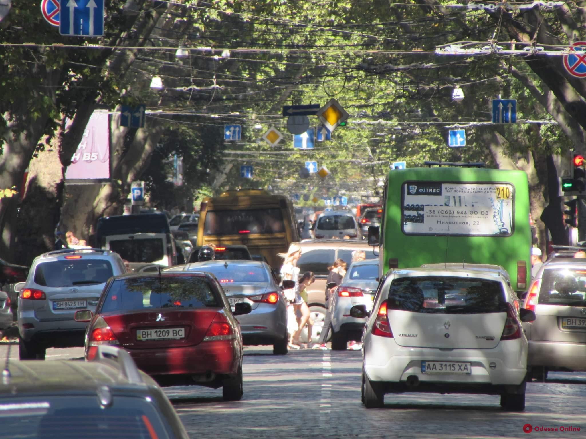 Парковочные столбики, новая разметка и подсветка переходов: в Одессе изменили программу дорожной безопасности