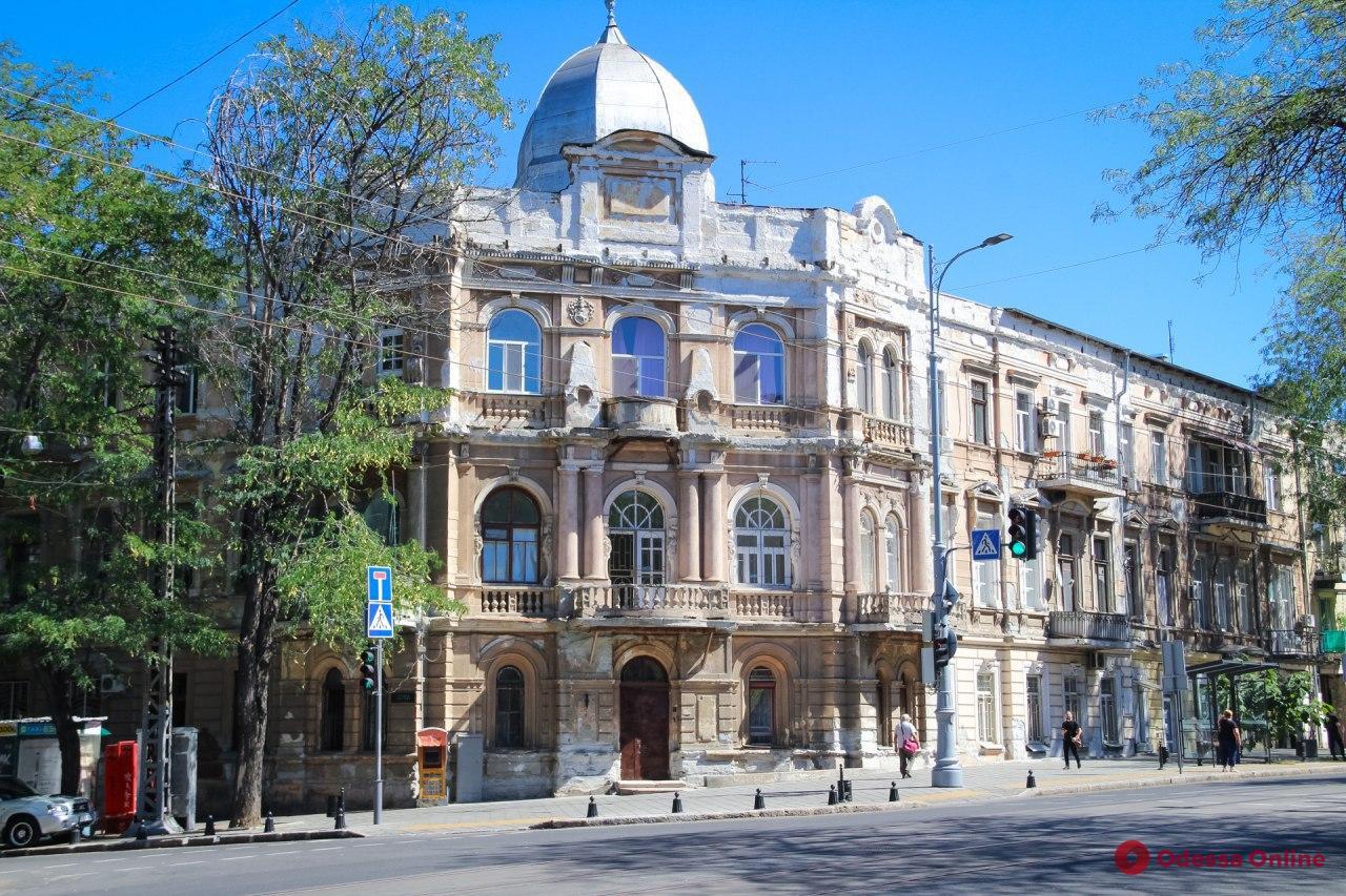 Зеленая и нарядная: прогулка по улице Софиевской (фоторепортаж)