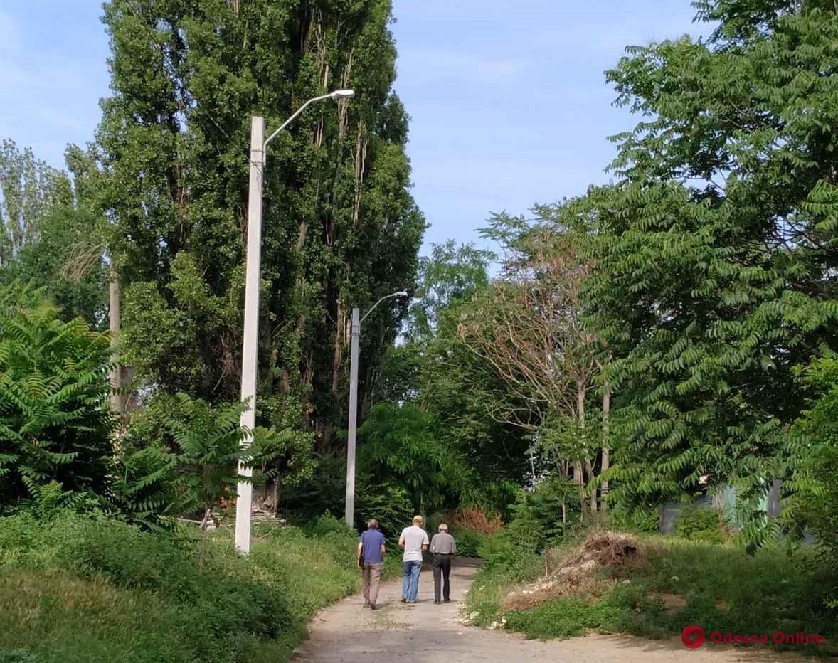 Одесса: в Вокзальном переулке полностью обновили освещение (фото)