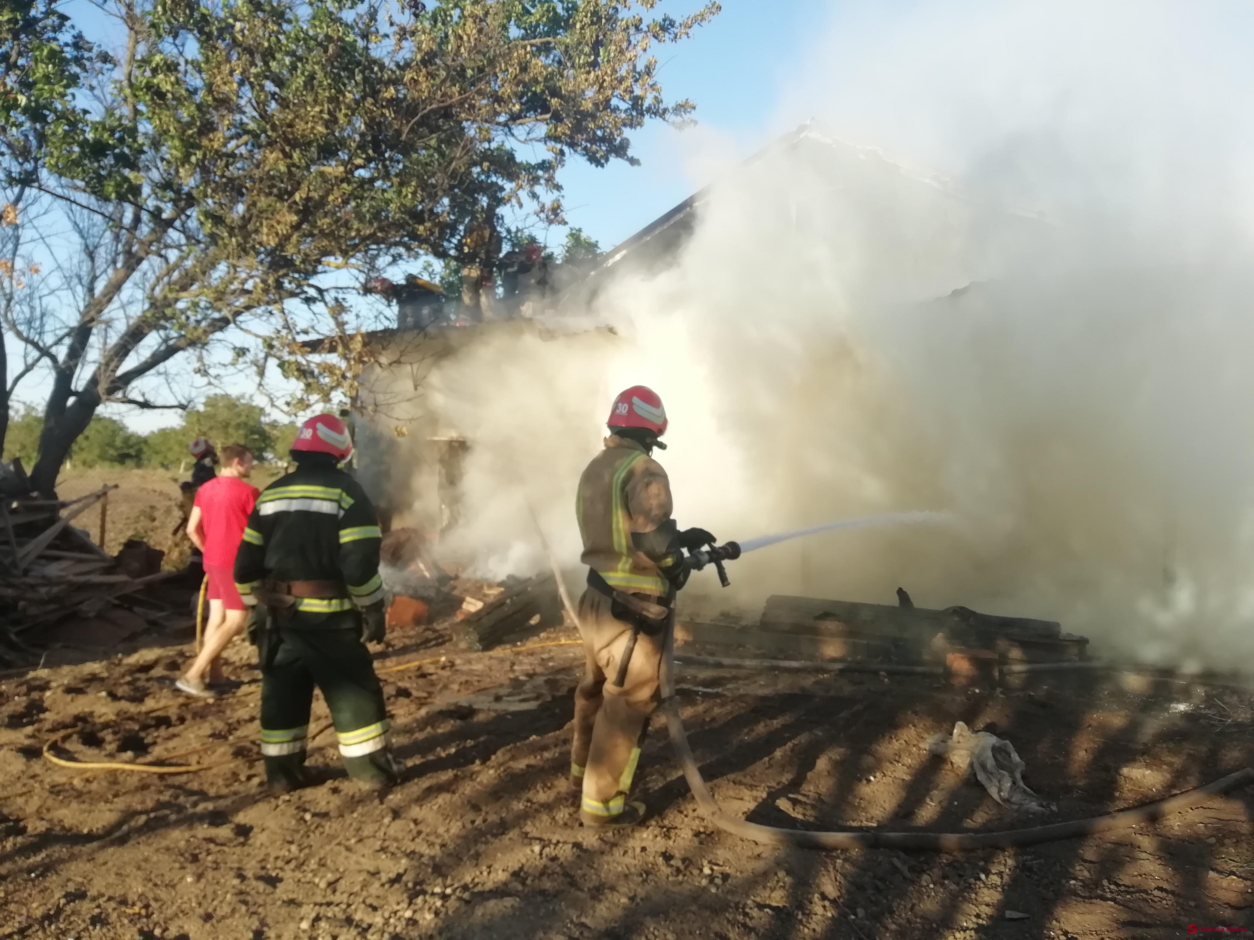 В Овидиопольском районе сгорела крыша жилого дома