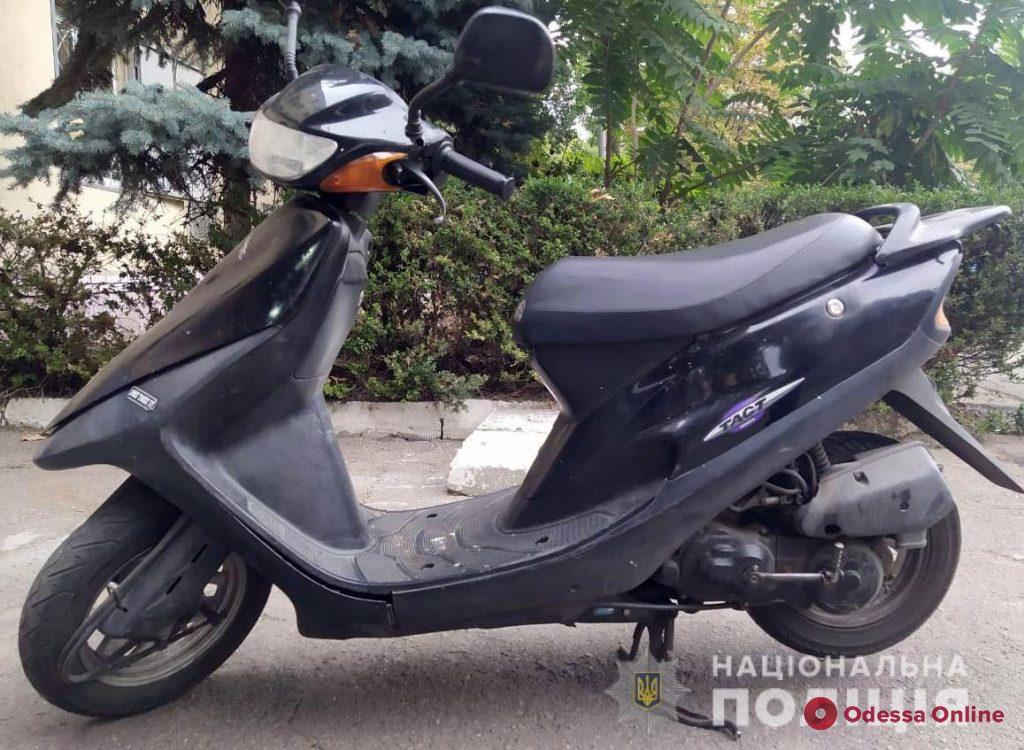 В Одессе полицейские поймали угонщика мопеда