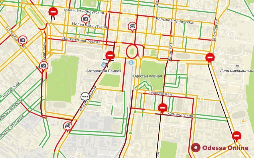 Дорожная обстановка в Одессе: понедельник начался с многочисленных пробок и ДТП