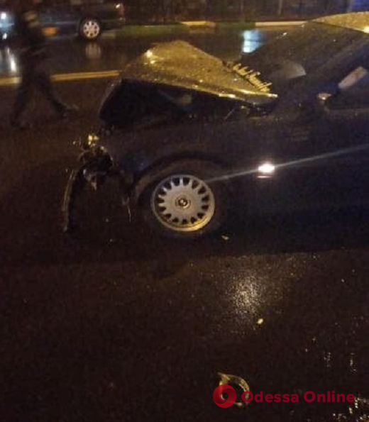 В Черноморске лихач на BMW протаранил такси