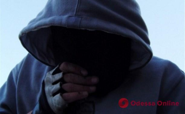 В Одессе 23-летний грабитель напал на прохожего