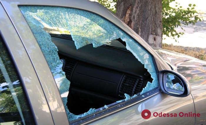 У рынка «7 километр» неизвестные напали на пассажиров такси