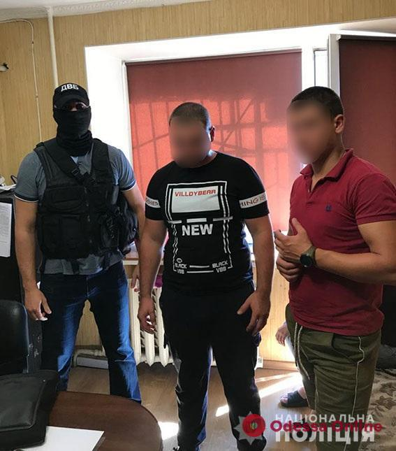 В Одессе пьяные парни напали на сотрудника полиции охраны и отобрали у него пистолет