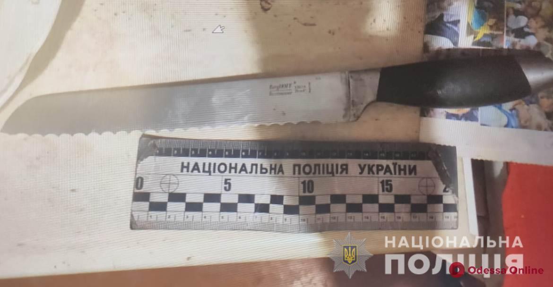 Житель Черноморска напал с ножом на отчима из-за пьяных оскорблений