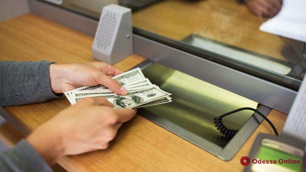 В Южном кассира пункта обмена валют подозревают в присвоении 200 тысяч
