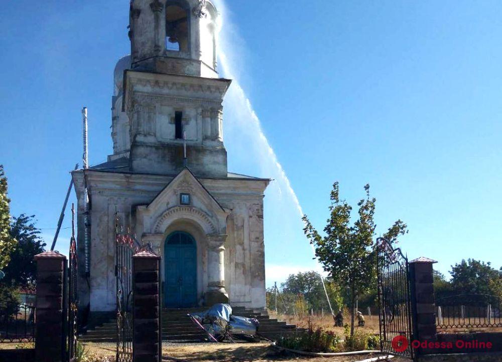 В Одесской области молния ударила в купол церкви