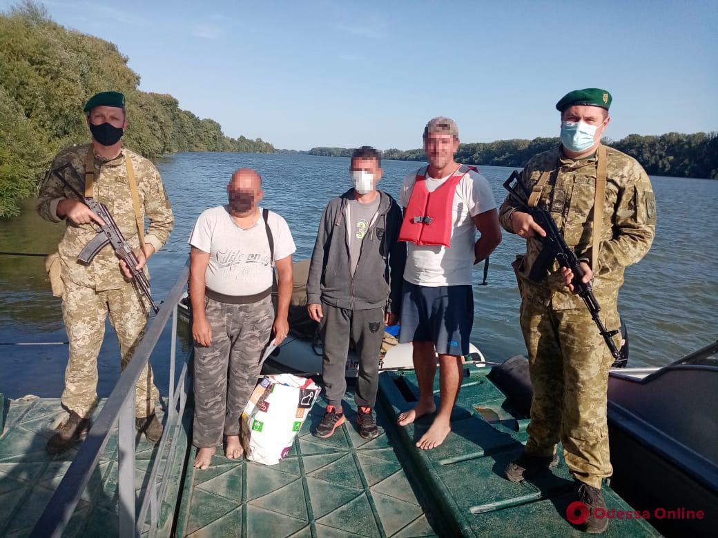На Дунае у заблудившихся румынских рыбаков пограничники отобрали лодки