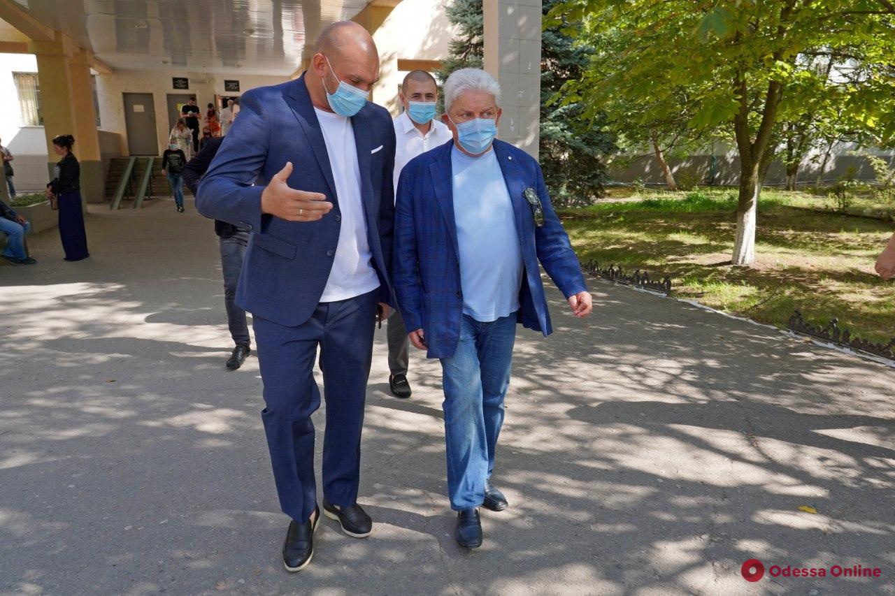 Одесская областная больница получила восемь отремонтированных аппаратов ИВЛ